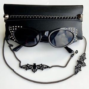 sunglasses black frame with clear crystals
